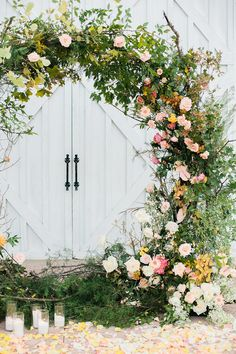 Elegant Garden Theme Ideas For Your Spring Wedding Ceremony Backdrop, Ceremony Decorations, Wedding Ceremony, Wedding Arches, Spring Wedding Inspiration, Floral Hoops, Wedding Trends, Wedding Ideas, Wedding Planning