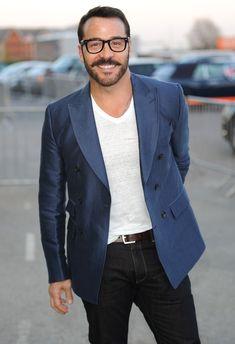 Jeremy Piven rocks a white V Neck + jacket.