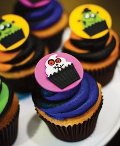 Cupcakes de colores fuertes, para una fiesta de Halloween original! / Brightly coloured cupcakes for a Halloween party!