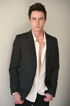 "Ryan Kelley played Ryan in Smallville ""Stray""...12 years ago lol :D"
