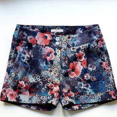 Scarlet short from La Maison Victor (does this pattern come in adult sizes? Funky Fashion, Couture, Scarlet, Jean Shorts, Casual Shorts, Summer Outfits, Funky Style, Clothes, Jeans