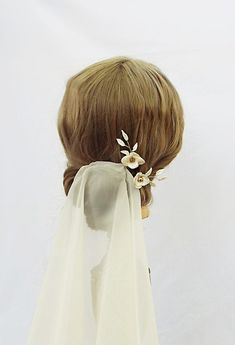 White and gold flower bridal hair pins 220 Bridal Hair Flowers, Bridal Hair Pins, Gold Flowers, Vintage Theme, Gold Leaf, Headpiece, Sculpting, Hairstyle, Unique