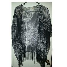Kimono Black and white kimono with fringe Tops