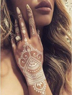 Tattoo temporária: 24 desenhos de henna para planejar seu próximo rabisco