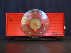 VINTAGE 1950s EMERSON JETSONS TYPE LUCITE OLD ATOMIC MID CENTURY BAKELITE RADIO