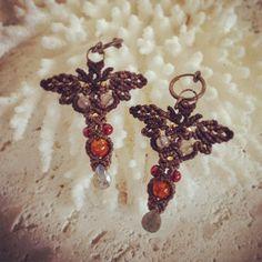 "26 Likes, 1 Comments - Macrame Jewelry MANO (@macrame_jewelry_mano) on Instagram: ""アンバー×グリーンカイヤナイトのマクラメイヤリング。 #macrame #Earrings #マクラメ #ピアス #琥珀 #カイヤナイト"""
