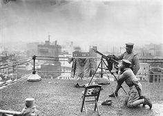 Two gunners man an anti-aircraft gun on the roof of a Tokyo department store in the last days of World War II. American planes bombed Japanese cities heavily from early in 1945 up until the bombings at Hiroshima and Nagasaki, and succeeded in crippling most of Japan's urban areas. Pin by Paolo Marzioli