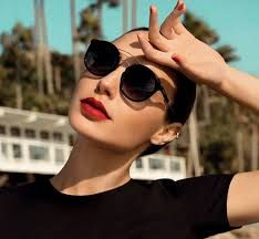 Israeli actress and 'Wonder Woman' Gal Gadot stars in native label Erroca's latest eyewear campaign, and models chic designs. Gal Gabot, Gal Pal, Parisienne Chic, Gal Gadot Style, Fantasy Fashion, Pretty People, Beautiful People, Beautiful Scenery, Gal Gadot Wonder Woman
