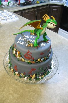 """Dragon Cake Designs   Sugar - Cookies, Cakes and More: """"How to Train your Dragon"""" Cake"""