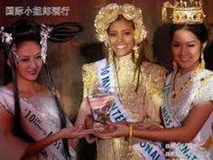 Miss International 2010 - Elizabeth Mosquera, recibiendo premio de la Orgaizacion, en Tokio Japon - ..