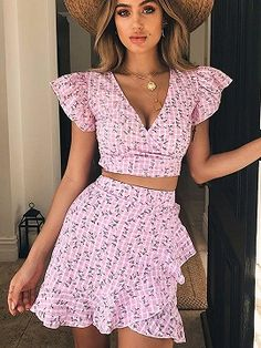 Pink Plaid Plunge Floral Print Crop Top And High Waist Skirt Trendy Outfits, Summer Outfits, Cute Outfits, Summer Dresses, Suit Fashion, Look Fashion, Fashion Outfits, Dress Fashion, Fashion Tips