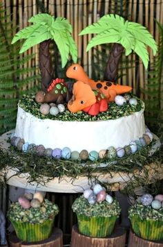 Cute cake at a Dinosaur Party #dinosaur