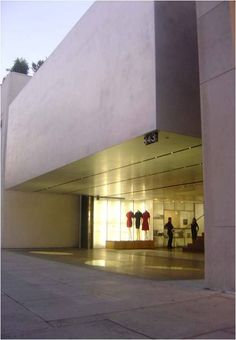 SHOPLIFTER atmosphere of entry zone: Prada Epicentre, Los Angeles archs: Rem Koolhaus, OMA