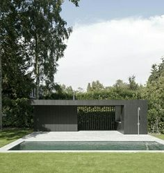 Uncomplicated and beautifully detailed pool house by Rolies + Dubois architecten. Garden Pavilion, Pool Cabana, Modern Pools, Outside Living, Swimming Pool Designs, Outdoor Swimming Pool, Garden Pool, Pool Houses, Residential Architecture