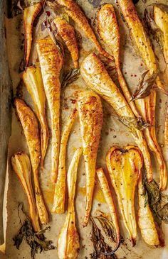Sheet pan lined with parchment and sliced maple roasted parsnips Vegetable Side Dishes, Christmas Vegetable Dishes, Vegetable Recipes, Vegetable Appetizers, Vegetarian Recipes, Delicious Recipes, Root Vegetables, Roasted Vegetables, Dinner Vegetables