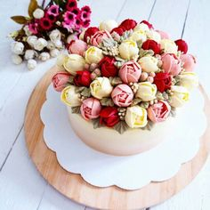There is am amazing cake fad out there right now - the glossy korean buttercream cake. The whole cake community is talking about it (& figure it out! Gorgeous Cakes, Pretty Cakes, Amazing Cakes, Cake Decorating Tips, Cookie Decorating, Cupcakes, Cupcake Cakes, Cupcake Vintage, Brushstroke Cake