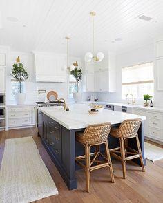 Modern Farmhouse Kitchens, Home Kitchens, Dream Kitchens, Rustic Kitchen, Farmhouse Sinks, Bright Kitchens, Modern White Kitchens, Contemporary Kitchens, Small Kitchens