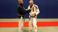 Clé de bras sautée pour les nuls - Technique JJB Juji Gatame. Martial, Bjj Techniques, Wing Chun, Submission, Jiu Jitsu, Sports, Martial Arts, Arms, Hs Sports
