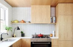 11 types of white kitchen splashback tiles: Add interest with shape over colour - STYLE CURATOR