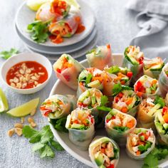 Check out How to roll rice paper rolls on myfoodbook High Protein Vegan Recipes, Healthy Recipes, Healthy Food, Chicken Rice Paper Rolls, Quick Family Dinners, Teriyaki Tofu, Vegetarian Curry, Sweet Chilli Sauce, Shredded Chicken