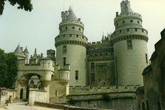 Chateau Fort de Pierrefonds, France - [1800 x 1200]