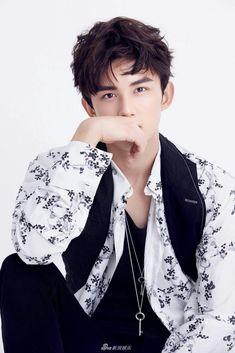 Upload by me Drama Taiwan, Handsome Asian Men, Yang Yang, Chinese Boy, Ulzzang Boy, Cute Faces, A Good Man, Pretty Boys, Iron Man