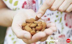Sabías que un puñado de almendras (30 gramos) te aportan aproximadamente 8 gramos de proteína? Inclúyelas y controla tu ansiedad! #YoEntrenoEnPowerClub
