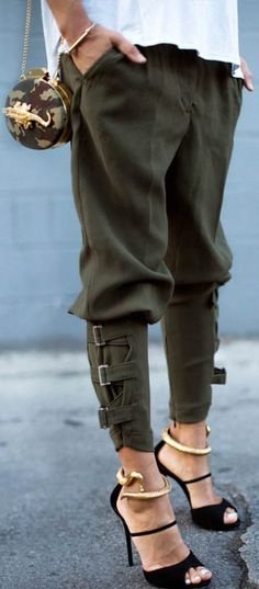"""Love the relaxed styling of these trendy and cozy buckled-hem army green harem pants. (Shop link in bio)"" Mode Outfits, Trendy Outfits, Fashion Outfits, Womens Fashion, Fashion Trends, Fasion, Fashion Lookbook, Holiday Outfits, Fashion Pants"