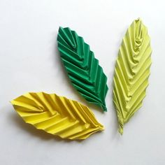 One of the easiest origami crafts and the leaves turn out really nice. How To Make Origami, Simple Origami, Origami Leaves, Origami Fish, Origami Paper Art, Paper Quilling, Diy Paper, Fun Origami, Paper Crafts