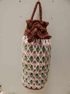 Free Pattern for Crochet Plastic Grocery Bag Holder by Becky Shattuck.