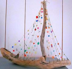 15 DIY Driftwood DIY Art to Create Stunning Decors We are all beautiful. in driftwood, for example, is a common DIY material for decors. Driftwood Mobile, Driftwood Art, Driftwood Beach, Driftwood Projects, Diy Projects, Driftwood Ideas, Beach Crafts, Diy And Crafts, Kids Crafts