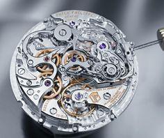"""Patek Philippe - Il calibro CHR 29-535 PS Q, che equipaggia il nuovo Grande Complicazione cronografo """"à rattrapante"""" con calendario perpetuo (Ref. 5204). Trattasi di un movimento meccanico a carica manuale (diametro di 32 mm, spessore di 8,7 mm, 34 rubini, 28.800 alternanze/ora, bilanciere Gyromax, spirale tipo Breguet)."""