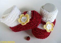 Diese Babyschühchen sind für die Farbaktion MaiLove in den Farben   rot und weiß und 1 Farbe nach Wahl (in meinem Fall gelb) gefertigt.     Die Bab...