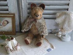 Ours ancien , bottines d'enfant Brocante de charme atelier cosy.fr