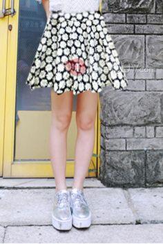 ひまわりは、プリーツスカート