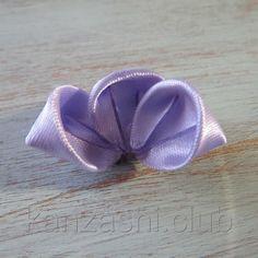 10 подробных фото мастер-классов на бутоны канзаши. Бутоны роз, тюльпанов, универсальные бутоны, подходящие к любым цветочным композициям.