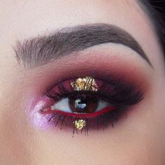Rust ❌ Gold ❌ Using @meltcosmetics Lovesick & Dark Matter stacks all ova my eyes and brows! Set the brows with @anastasiabeverlyhills Brunette Brow Gel! I am in love with these eyeshadows! Inner corner is Illamasqua Static & waterline is @limecrimemakeup Red Velvet! Gold leaf flakes are from the art store & lashes are @lashesbylena in Grace as usual! #batalash Full face coming up!