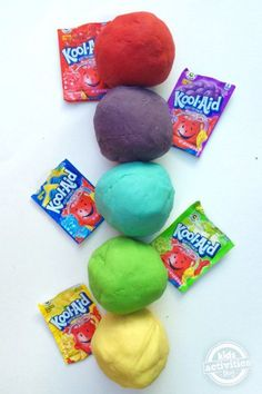 Koolaid playdough not only smells YUM, it is also incredibly EASY to make! Only takes five minutes!