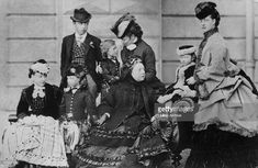 Queen Victoria - and her family at Osborne House on the Isle of Wight, On the right is her daughter-in-law, later Queen Alexandra - and behind is her youngest son Prince Leopold, Duke of Albany - (Photo by Hulton Archive/Getty Images) Queen Victoria Children, Queen Victoria Family, Victoria Reign, Victoria And Albert, Princess Victoria, Princess Louise, Princess Alexandra, Princess Beatrice, Victoria's Children