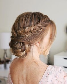 Top 20 beste winterkapsels voor dames om dit seizoen 2019 te proberen – Frisuren 2019 - Care - Skin care , beauty ideas and skin care tips Winter Hairstyles, Formal Hairstyles, Braided Hairstyles, Wedding Hairstyles, Bridesmaid Hair, Prom Hair, Wedding Hair And Makeup, Bridal Hair, Fishtail Updo