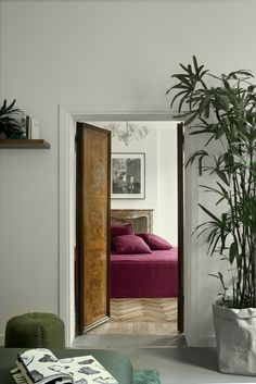 Casa Flora is a modern floral design apartment that invites travelers with the comfort and of a boutique hotel with the added freedom of a private home. Design Hotel, Home Design, Diy Design, Beton Design, Modern Floral Design, Flora Design, Contemporary Design, Casa Hotel, Appartement Design