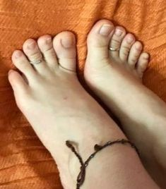 Cute Toes, Pretty Toes, Feet Soles, Women's Feet, Foot Love, Foot Pics, Barefoot Girls, Beautiful Toes, Sexy Toes