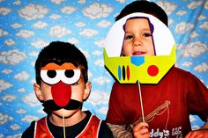 Do a photo booth with toy story props- Mr. Potato Head and Buzz Lightyear Toy Story Birthday, Toy Story Party, 4th Birthday Parties, 3rd Birthday, Birthday Ideas, Halloween Party Games, Photo Booth, Photo Props, Art Party
