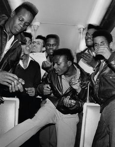 Costeletas nos Subúrbios: As Gangues Rockabilly dos Anos 80 em Paris | VICE | Brasil  Fotos por GILLES ELIE COHEN E FILO LOCO