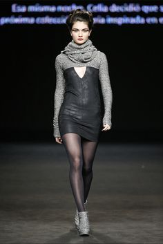 Celia Vela. Colección otoño-invierno 2015/2016. 080 Barcelona Cool Outfits, Fashion Outfits, Womens Fashion, Fashion Trends, Leather Dresses, Leather Skirt, Knitting Club, Vogue, Black Pantyhose