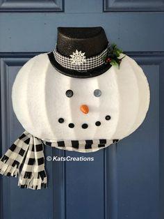 Wreath Boxes, Frame Wreath, Diy Wreath, Wreath Making, Wreath Ideas, Christmas Gift Decorations, Christmas Crafts, Christmas Items, Rustic Christmas