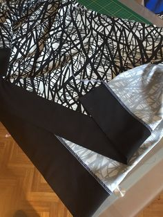 Surpiqure à 0,50 cm des deux tissus pour plus de confort.