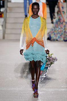 Missoni Spring 2020 Ready-to-Wear Fashion Show - Vogue Knitwear Fashion, Knit Fashion, Love Fashion, Missoni, Fashion 2020, Runway Fashion, Fashion Brands, Spring Summer Fashion, Autumn Winter Fashion