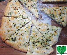 Recipe Pizza Bianca with Rosemary & Garlic by Thermomix, learn to make this recipe easily in your kitchen machine and discover other Thermomix recipes in Main dishes - vegetarian. Pizza Recipes, Vegetarian Recipes, Cooking Recipes, Mulberry Recipes, Thermomix Bread, Spagetti Recipe, Garlic Pizza, Szechuan Recipes, Kitchens
