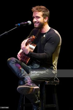 Pablo Alboran poses for a photograph before the Latin Grammy Acoustic Session at the AT&T Performing Arts Center on October 2015 in Dallas, Texas. Tight Leather Pants, Leather Trousers, Carlo Rivera, Masculine Style, Hot Actors, Attractive Men, Leather Fashion, Men's Fashion, Black Men